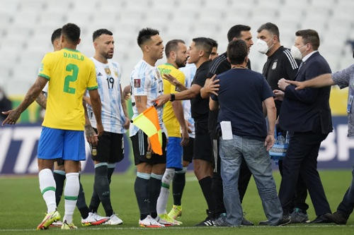 بابو غوميز: توقف مباراة البرازيل والأرجنتين كان بسبب شيء بعيد عن كرة القدم