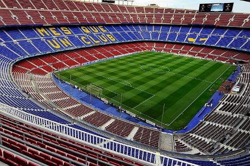 برشلونة يجدد العشب على ملعب كامب نو