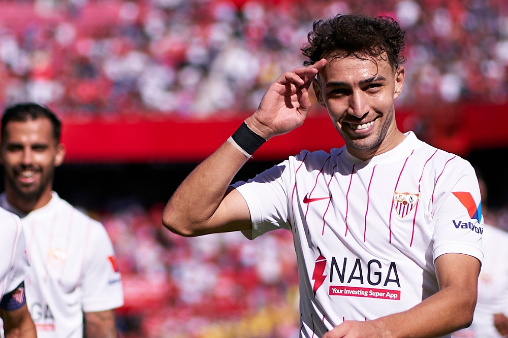 الحدادي يساهم في فوز إشبيلية على ليفانتي بخماسية وتصدر الدوري الإسباني