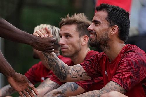 ميلان الإيطالي يشكل فريقاً لمكافحة العنصرية بين مشجعي الفريق