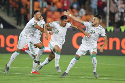 المنتخب الجزائري لكرة القدم يصل إلى بلاده