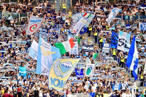 اليويفا يعاقب لاتسيو الإيطالي بسبب العنصرية