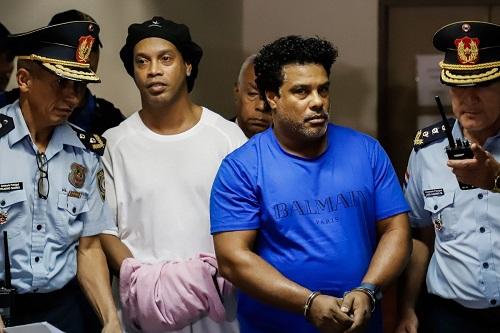 رونالدينيو وشقيقه يقتربان من مغادرة السجن