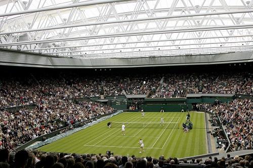 لاعبو التنس يحتفون بقرار ويمبلدون المذهل
