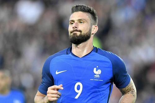 جيرو يقود فرنسا لفوز صعب على أوروغواي وديا