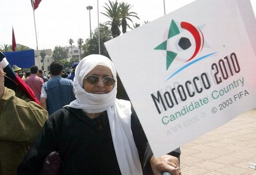 ذِكريات ملف الترشِيح لمونديال 2010.. عندما تحسّر المغاربة على إِهداء بلاتر كأس العالم لجنوب إفريقيا