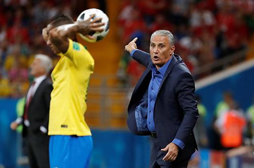 تيتي قلق من أداء لاعبي البرازيل أكثر من النتائج