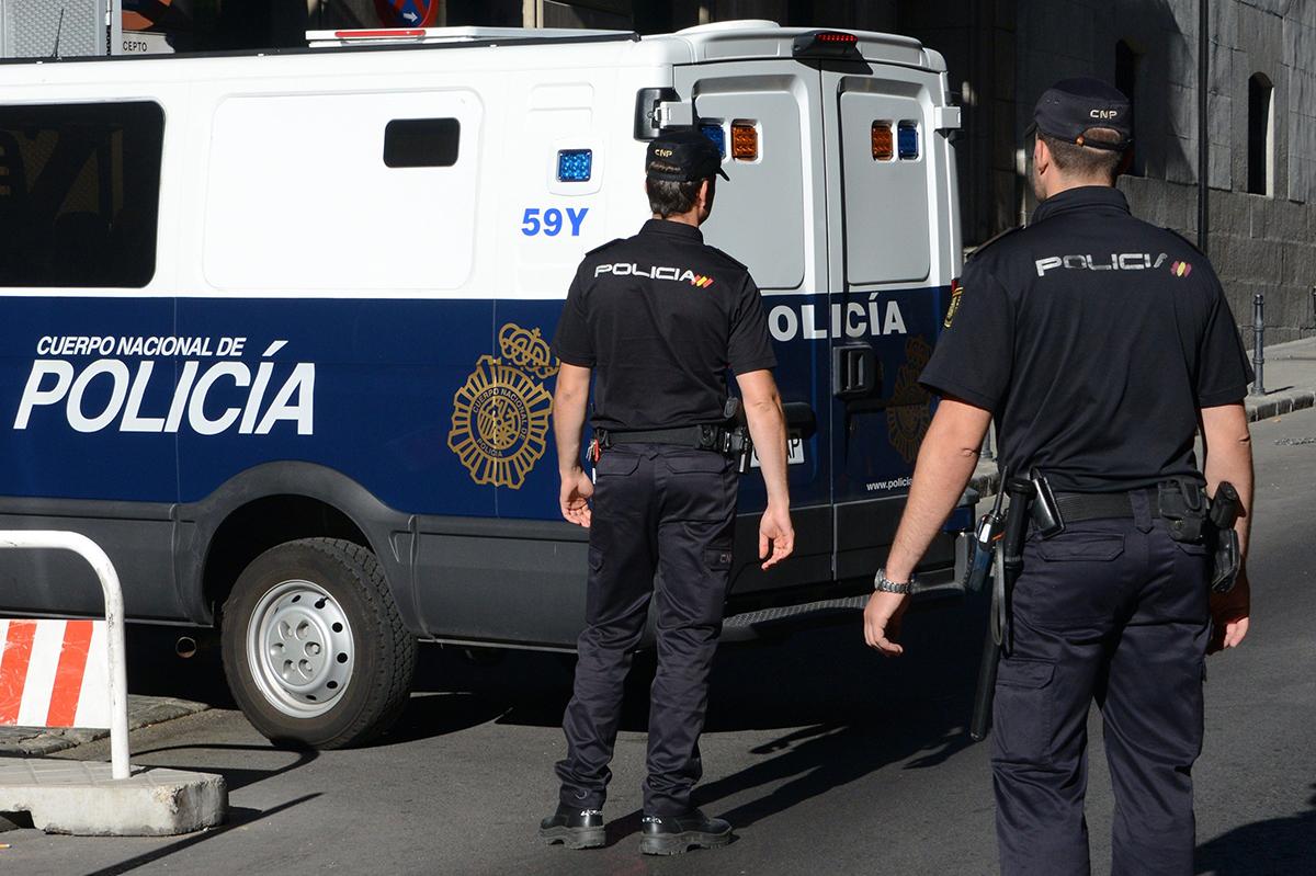 الشرطة الإسبانية تداهم منشآت مالقا بأمر قضائي
