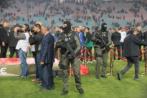 رئيس الحكومة التونسية يلبس نهائي الوداد والترجي ثوب السياسة
