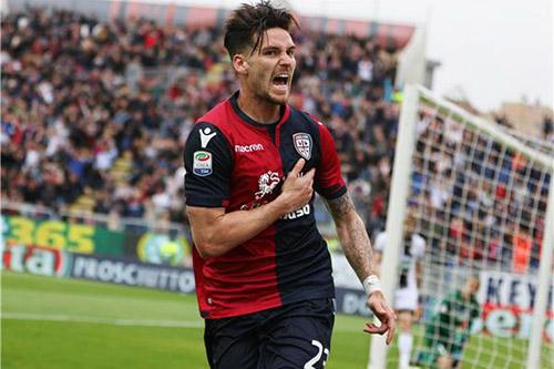 كالياري يهزم فيورنتينا بهدفين في الدوري الإيطالي