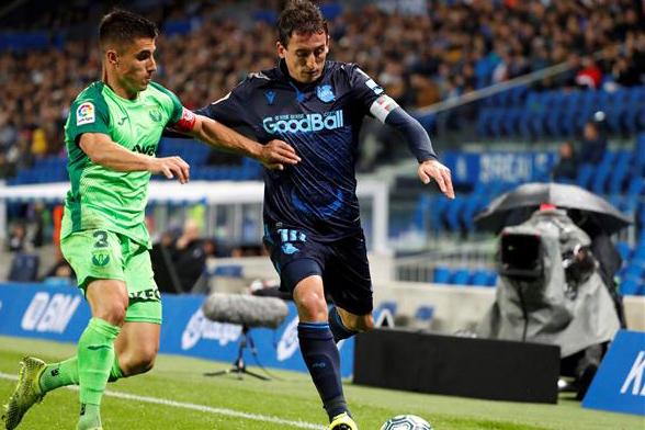 قائد ليغانيس: لا ينبغي التركيز فقط على ميسي في مباراة برشلونة