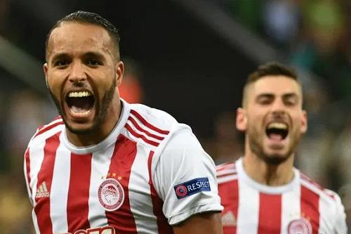 تألق يوسف العربي في اليونان يُتوِّجه لاعب الشهر في الدوري