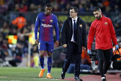 سيميدو يغادر المستشفى ويغيب عن تدريبات برشلونة
