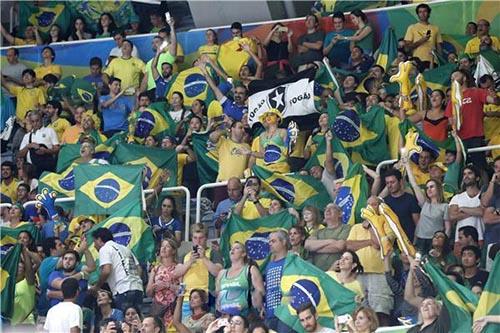 برازيليون يشجعون الأرجنتين في المونديال احتجاجا على الفساد