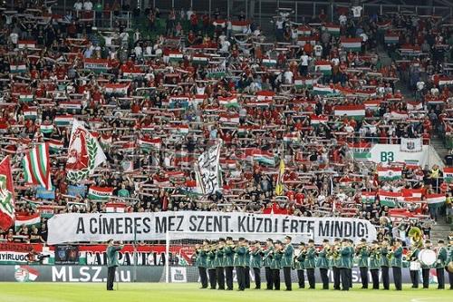 المشجعون في المجر يعودون إلى ملاعب الكرة