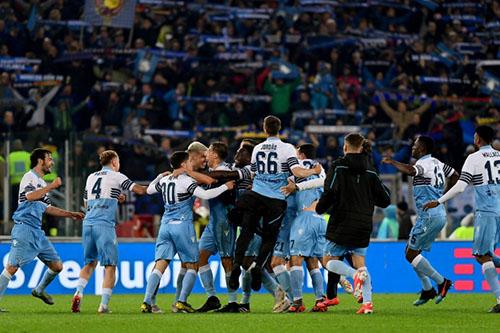 لاتسيو يحرز كأس إيطاليا بفوز قاتل على أتالانتا
