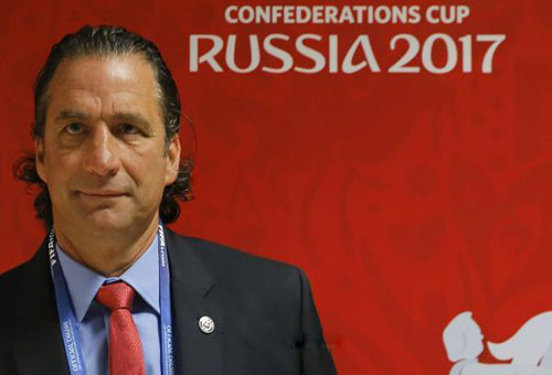 مدرب تشيلي يُبدي رأيه في تقنية حكم الفيديو