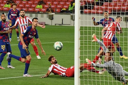 برشلونة يواصل السقوط ويتعادل مع أتلتيكو مدريد في الدوري الإسباني