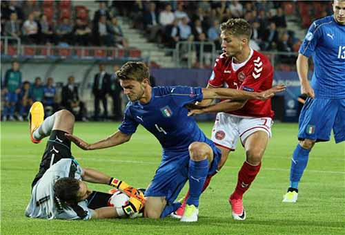مدرب إيطاليا يمدح موقف دوناروما من الأموال المزيفة