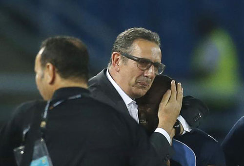 خلافات الجهاز الفني قد تطيح بمدرب المنتخب الجزائري