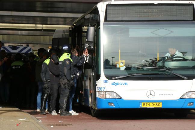 شرطة أمستردام تعتقل 100 مشجع لنادي ليل