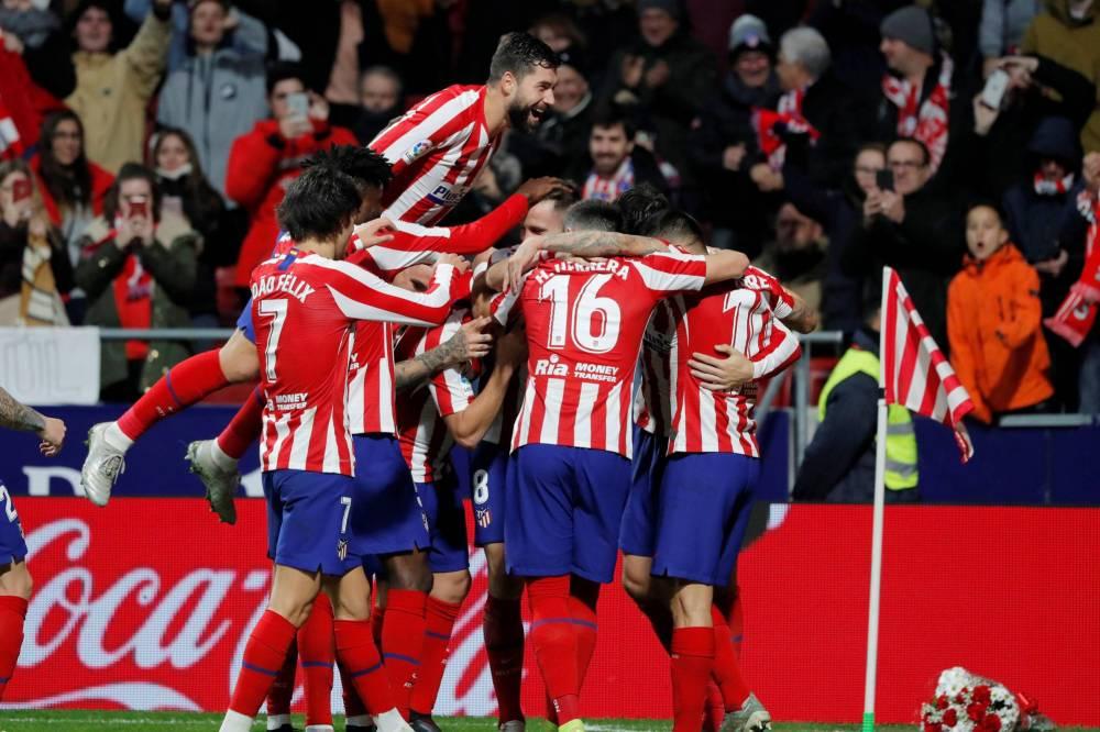 أتلتيكو مدريد يهزم أوساسونا بثنائية في اللغا