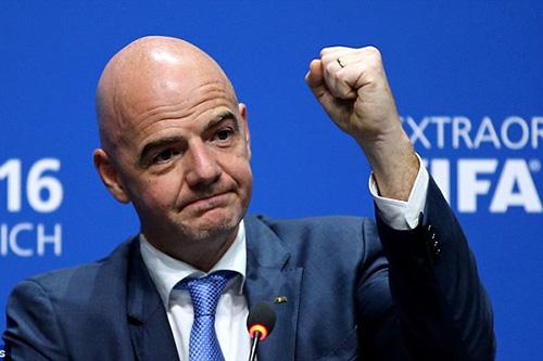 """رئيس """"الفيفا"""" يهدد لاعبي الريال وبرشلونة والمان"""
