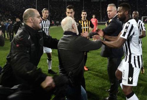 إيقاف الدوري اليوناني بعد أحداث مواجهة باوك وآيك أثينا