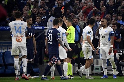 """في مباراة شهدت أول طرد لحكيمي.. """"كلاسيكو"""" فرنسا ينتهي بالتعادل السلبي"""