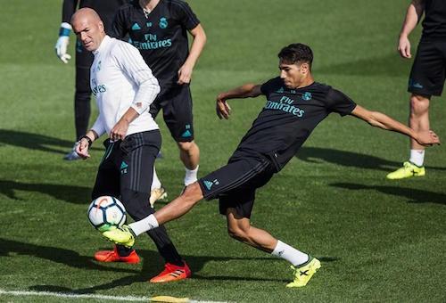 حكيمي يعود لتداريب ريال مدريد استعدادا للديربي
