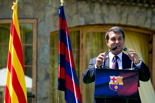 لابورتا يدلي بصوته في انتخابات نادي برشلونة
