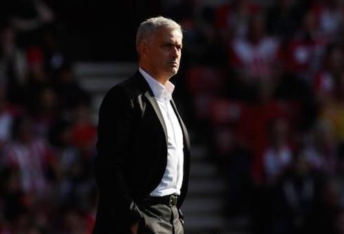 تصرفات مورينيو تثير غضب جماهير مانشستر يونايتد