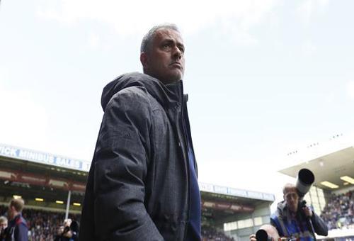 مورينيو: لم نهدي لقب الدوري للسيتي