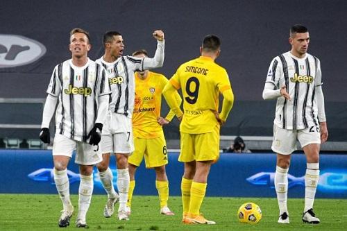 كريستيانو رونالدو يقود يوفنتوس للفوز على كالياري في الدوري الإيطالي