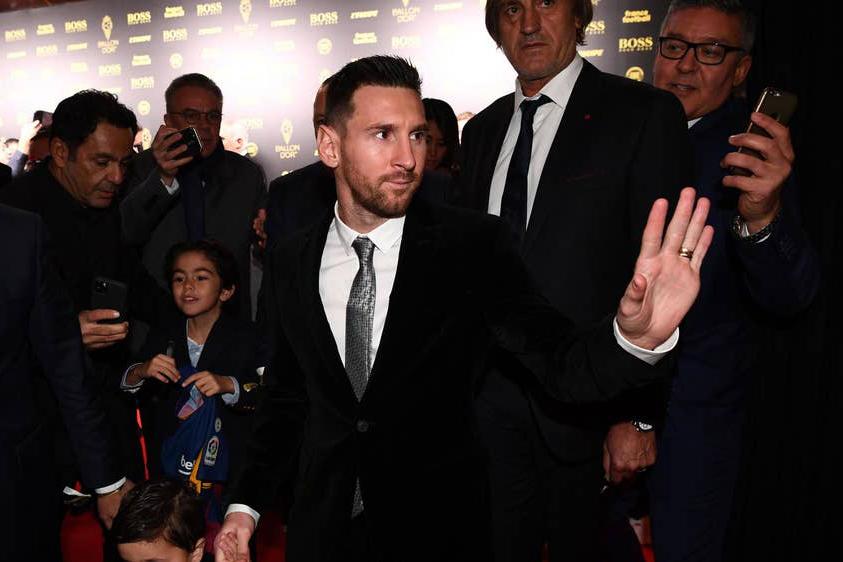 ميسي يحرز جائزة أفضل لاعب في العالم من فرانس فوتبول
