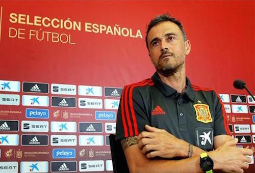 طريد برشلونة يثير انتباه إنريكي