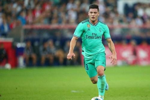 لوكا يوفيتش يعلن عودته إلى ريال مدريد مع نهاية عقد إعارته لآينتراخت فرانكفورت