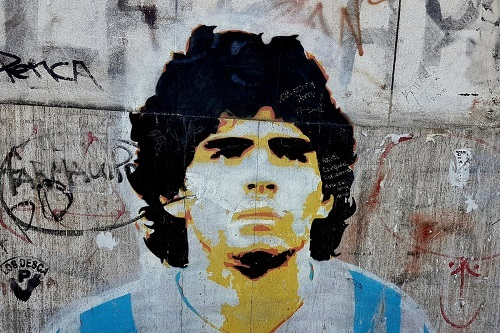 الأرجنتين تُخلِد حياة مارادونا من خلال رسوم جدارية