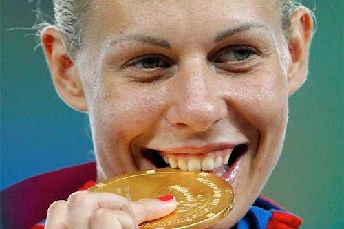 إينيس هيل تنال ذهبية السباعي لبطولة العالم 2011