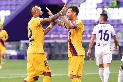 """لونيل ميسي إلى زميله السابق في برشلونة """"فيدال"""": سنفتقدك كثيرا"""