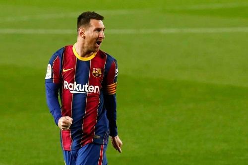 ميسي يواصل هز شباك إشبيلية ضحيته المفضلة في الدوري الإسباني