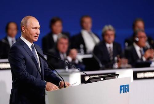بوتين يشكر الفيفا على الفصل بين الرياضة والسياسة
