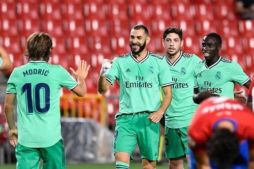 ريال مدريد يهزم غرناطة ويقف على بعد خطوة من التتويج بلقب الليغا