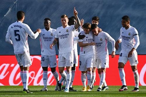 ريال مدريد فريق المهام الصعبة يمضي نحو حلم النهائي الكبير في دوري الأبطال