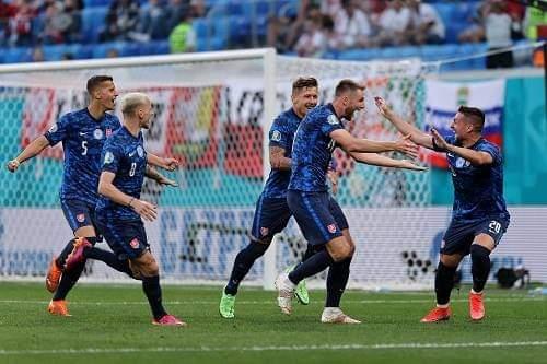 """بولندا """"ليفاندوفسكي"""" تسقط أمام منتخب سلوفاكيا بثنائية في كأس أوروبا"""