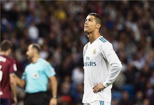 رونالدو الغاضب يطلب الرحيل ويرفض عرض ريال مدريد