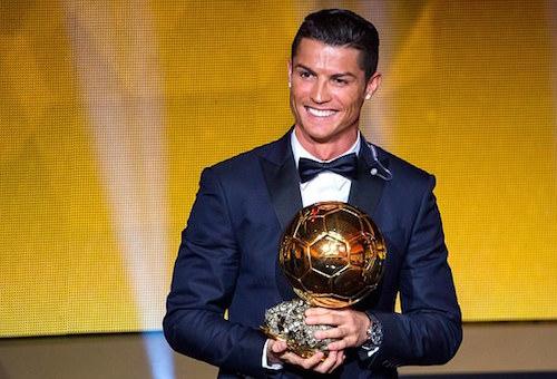 رونالدو يحقق جائزة الكرة الذهبية ويعادل رقم ميسي
