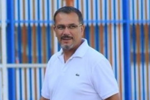 إيقاف مدرب اتهم رئيس اتحاد الجزائر بالفساد