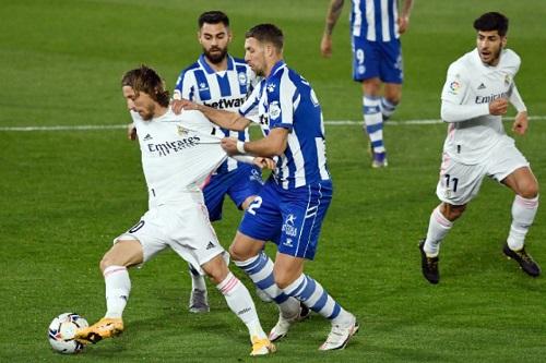 ألافيس يصدم الريال بفوز ثمين ويحرمه من استعادة انتصاراته بالدوري الإسباني