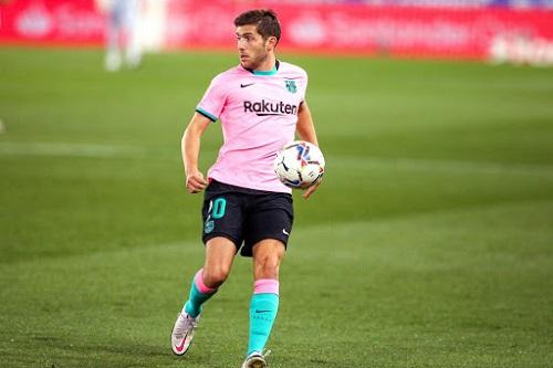 إصابة سيرجي روبرتو لاعب برشلونة بكوفيد-19